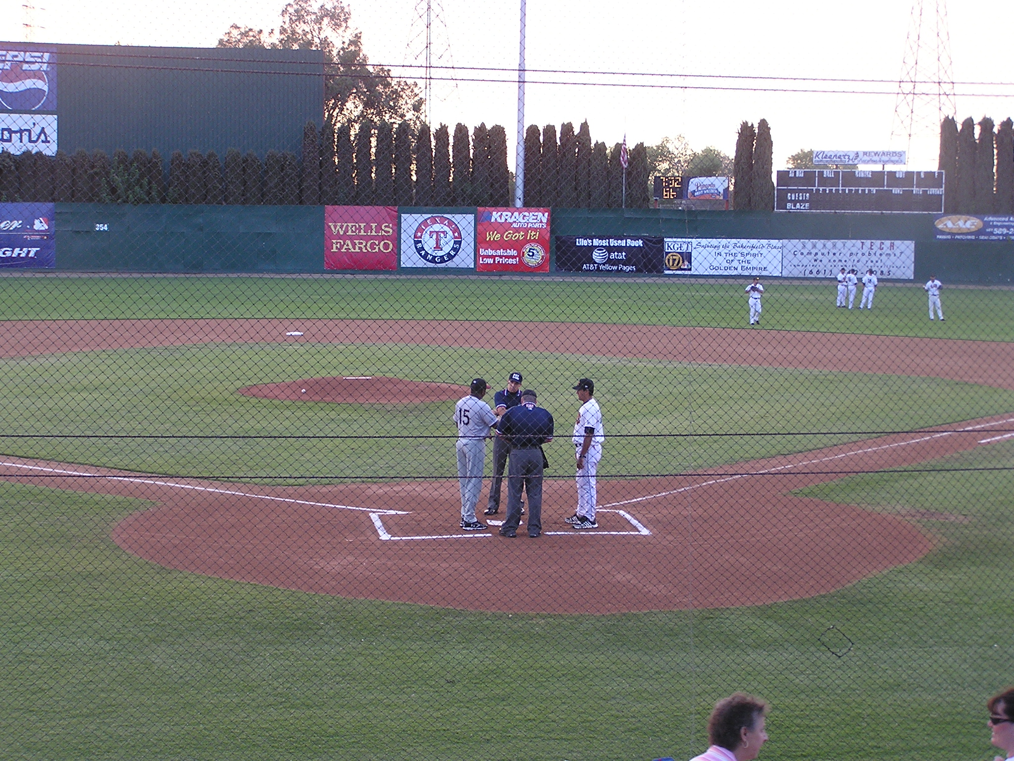 Exchanging the Line ups - Sam Lynn Ballpark